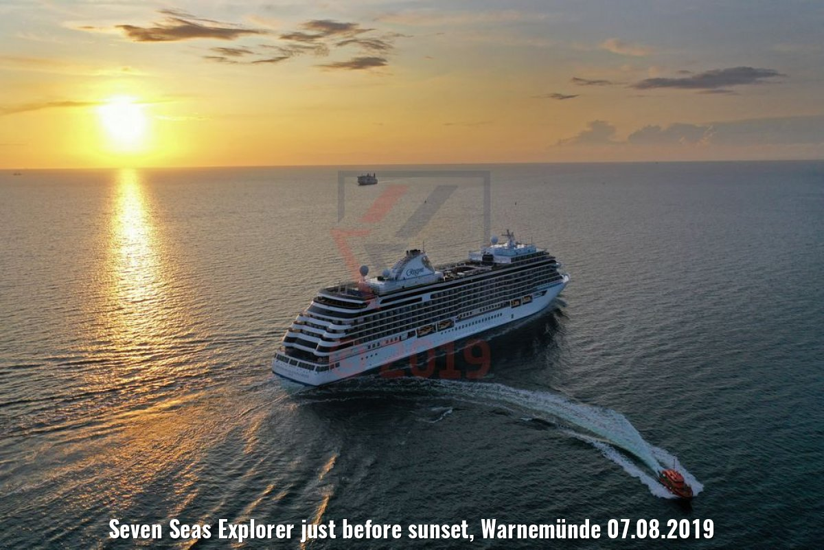 Seven Seas Explorer just before sunset, Warnemünde 07.08.2019