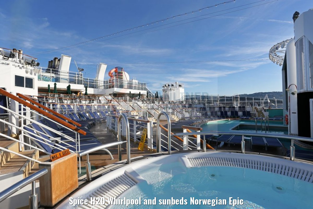 Spice H2O Whirlpool and sunbeds Norwegian Epic