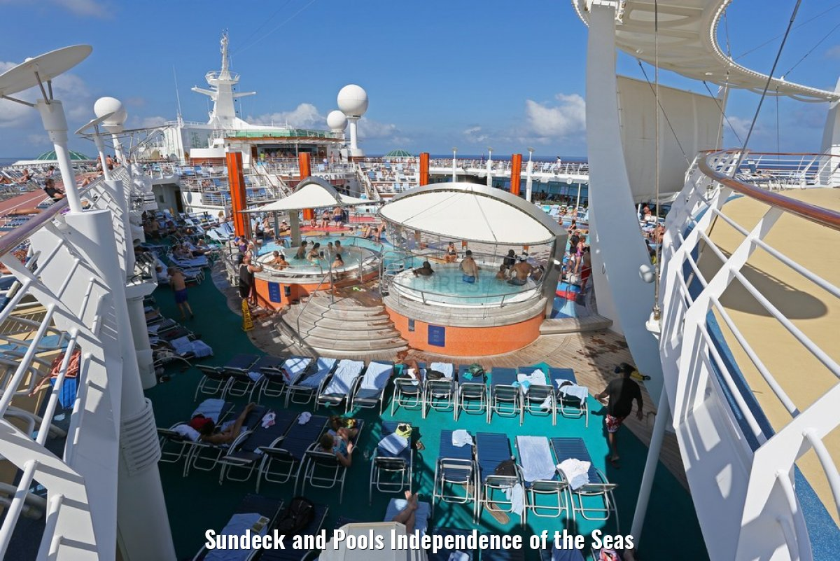Sundeck and Pools Independence of the Seas