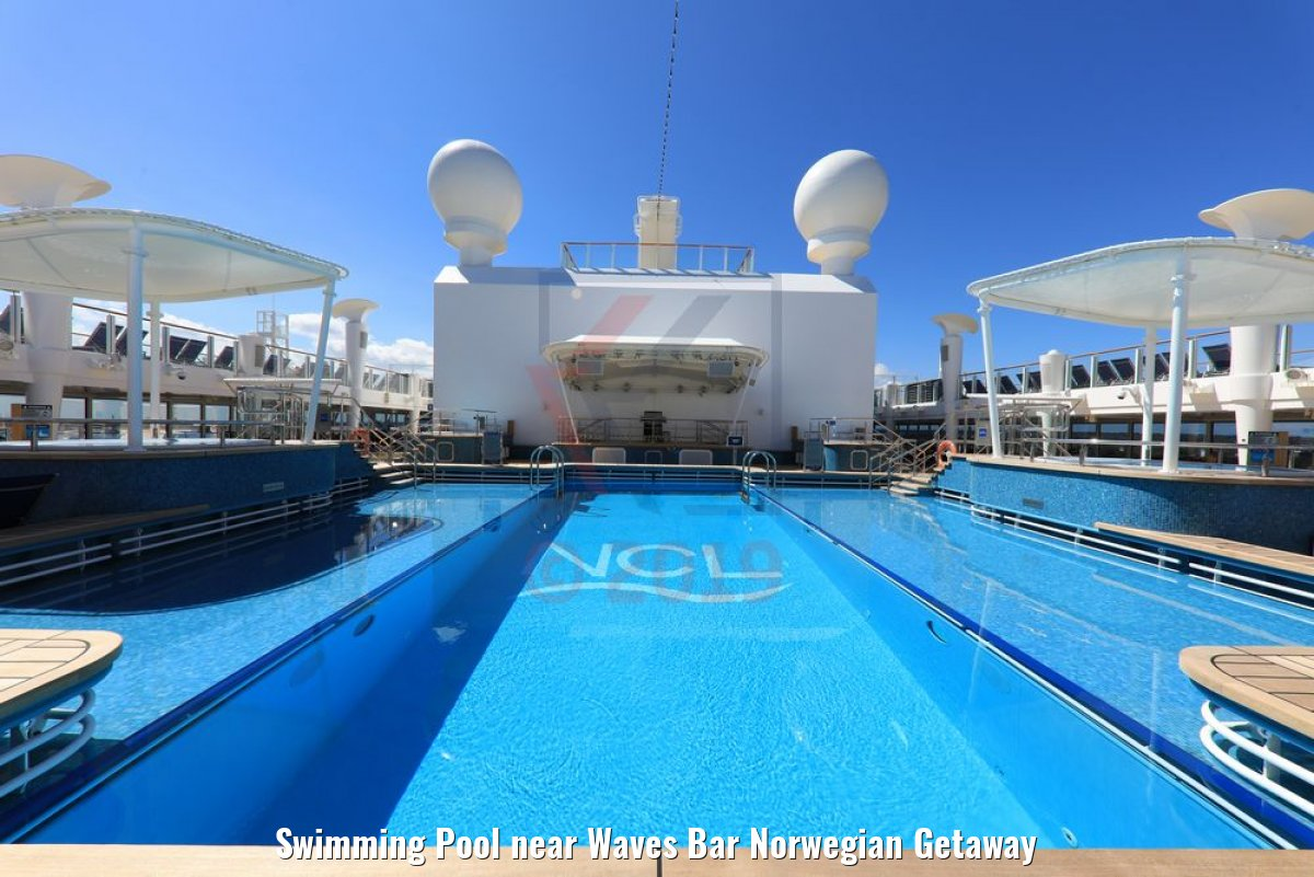 Swimming Pool near Waves Bar Norwegian Getaway