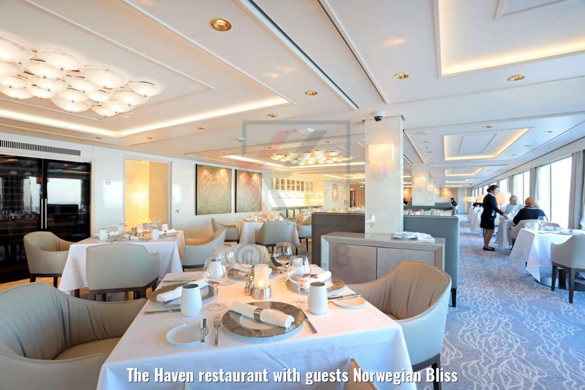 The Haven restaurant with guests Norwegian Bliss