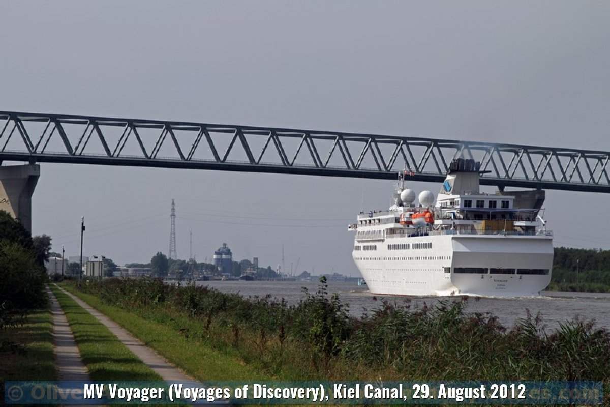 MV Voyager (Voyages of Discovery), Kiel Canal, 29. August 2012