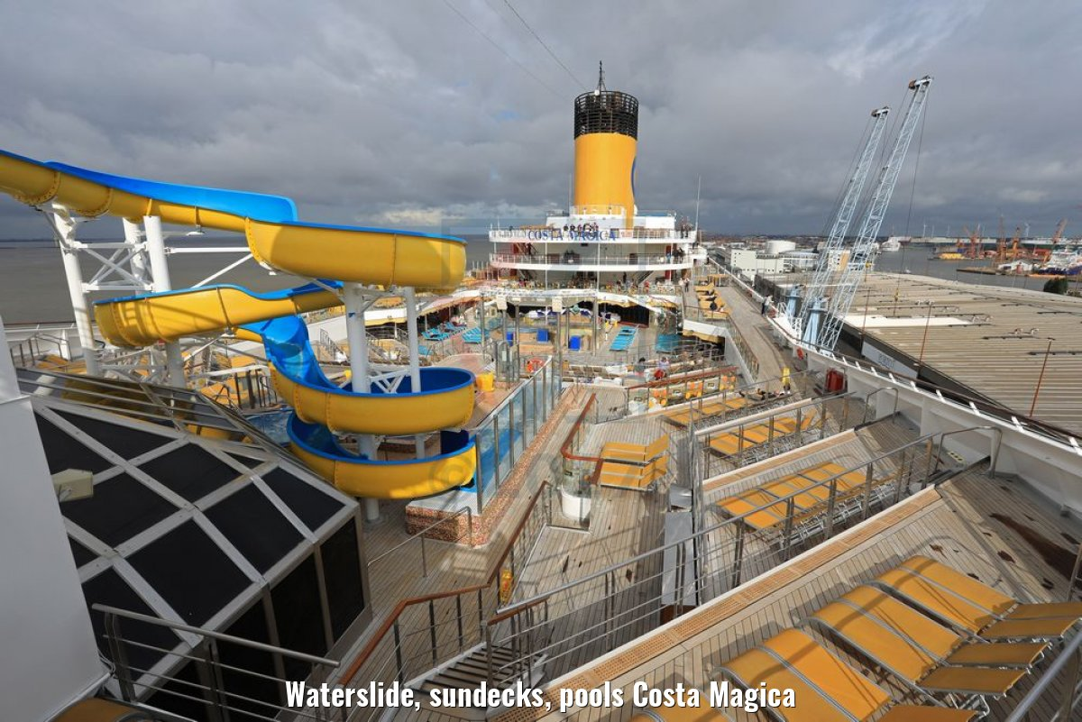 Waterslide, sundecks, pools Costa Magica