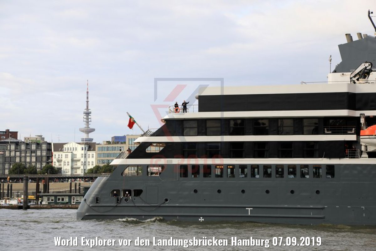 World Explorer vor den Landungsbrücken Hamburg 07.09.2019
