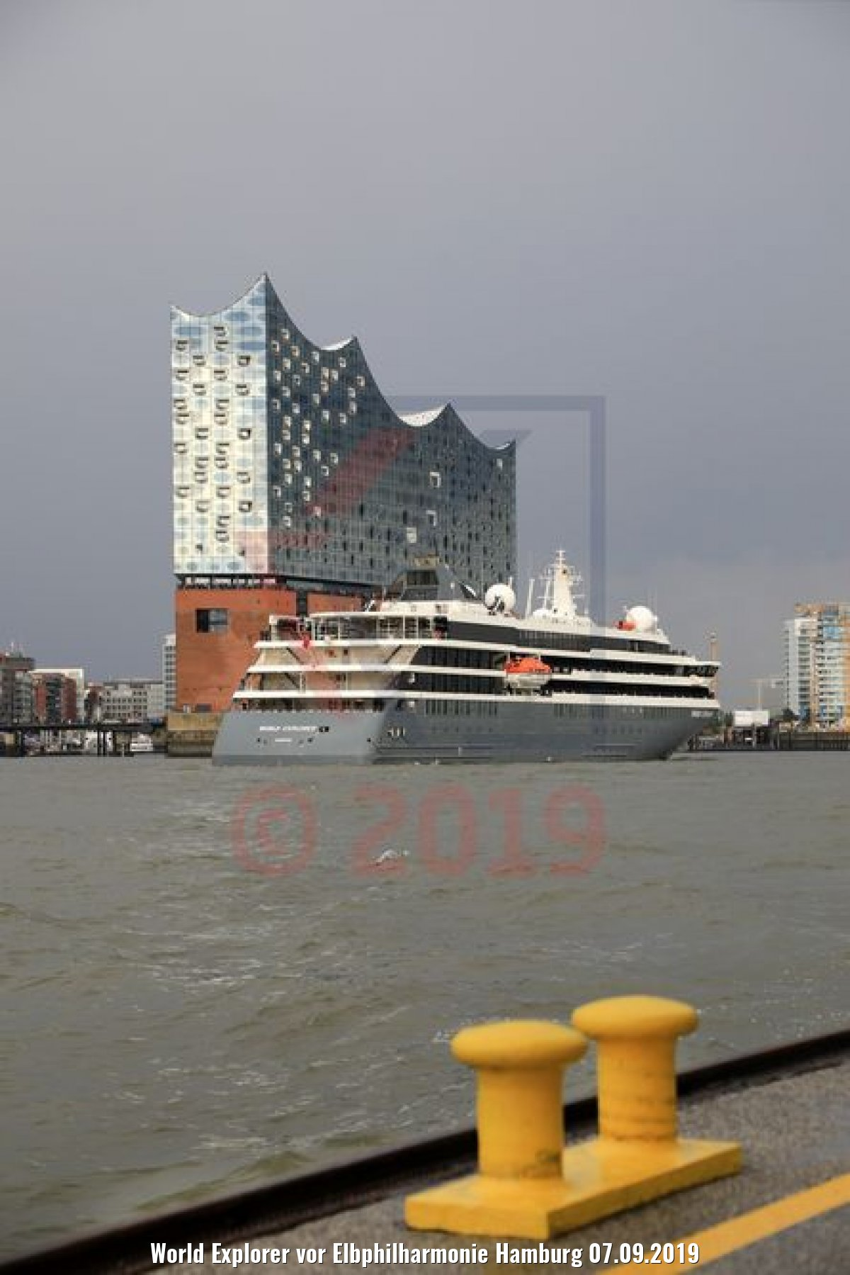 World Explorer vor Elbphilharmonie Hamburg 07.09.2019