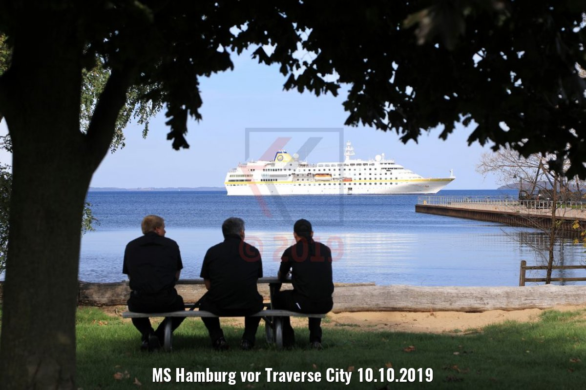 MS Hamburg vor Traverse City 10.10.2019