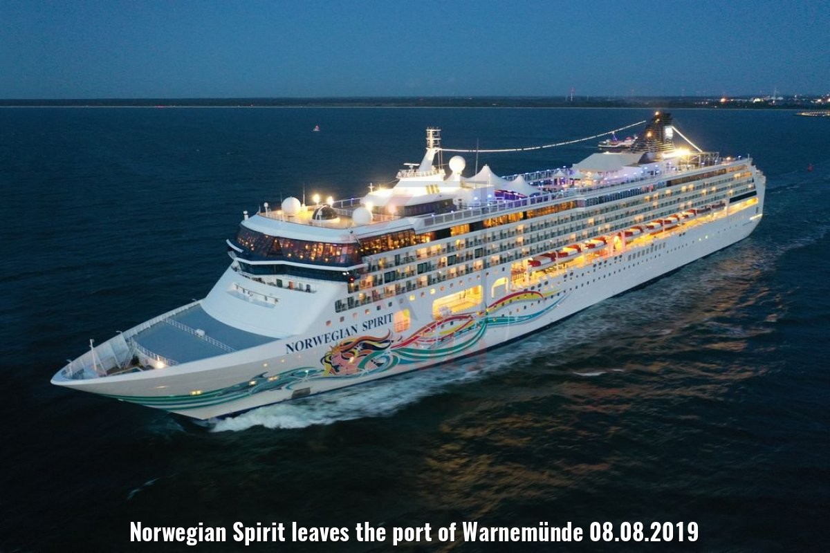 Norwegian Spirit leaves the port of Warnemünde 08.08.2019